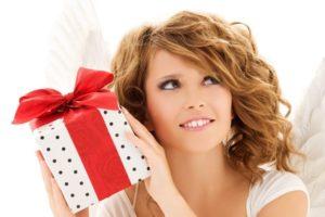 жена и подарок