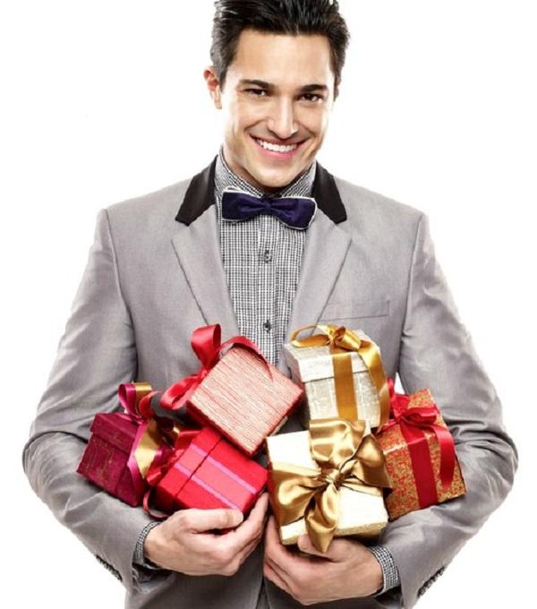 К чему снится дарить подарок парню 35